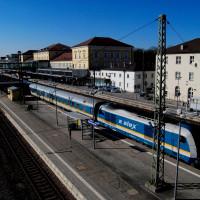 Ein ALEX Richtung Schwandorf verlässt den Regensburger Hauptbahnhof